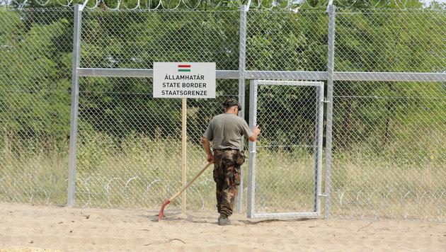 Doskozil: Gemeinsame Grenzsicherung mit Ungarn (Bild: APA/EPA/ZOLTAN GERGELY KELEMAN)