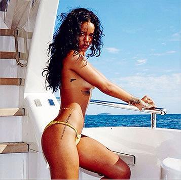 Der Körper von Rihanna ist mit vielen Tattoos verziert: Pistolen, Maori-Bilder und der Göttin Isis. (Bild: Viennareport)