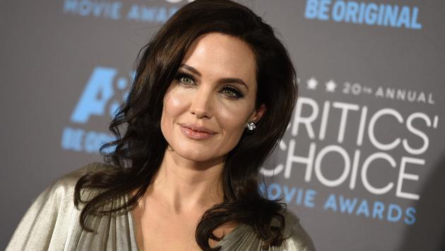 ... mit Angelina Jolie mixt, ... (Bild: Jordan Strauss/Invision/AP)