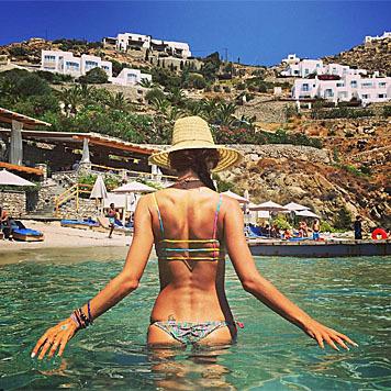Auch ein sexy Rücken kann entzücken. (Bild: instagram.com/alessandraambrosio)