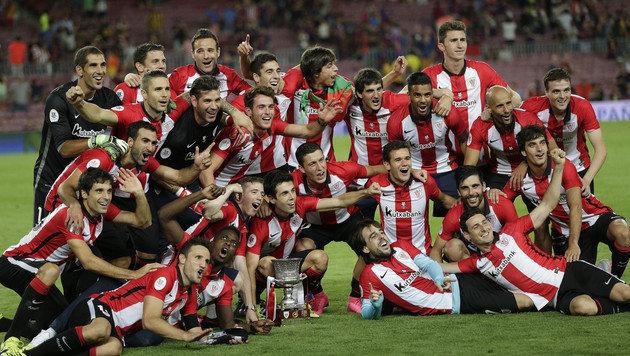 Die Mannschaft von Bilbao nach dem Supercup-Gewinn 2016 (Bild: AP)