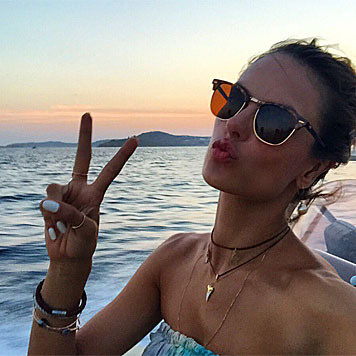 Und weil Urlaub nicht nur Urlaub ist, versorgt Alessandra Ambrosio ihre Fans mit vielen Fotos. (Bild: instagram.com/alessandraambrosio)