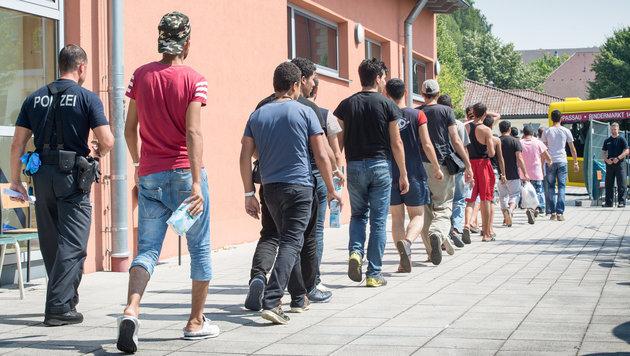 Trotz Asylbetrug: Familie klagt auf Anerkennung (Bild: APA/dpa/Peter Kneffel)