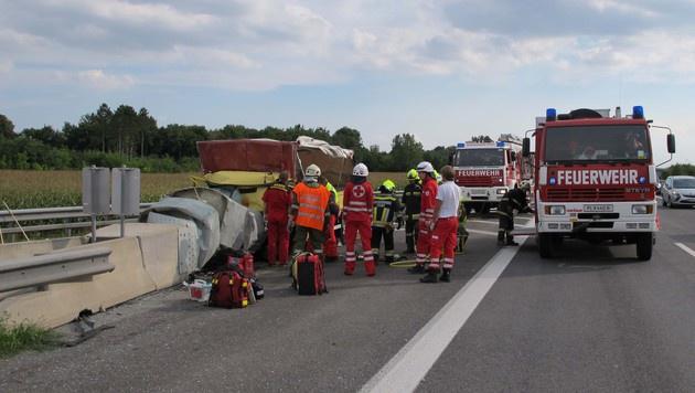 Mit Klein-Lkw Prellbock gerammt: Lenker tot (Bild: FF Herzogenburg-Stadt)