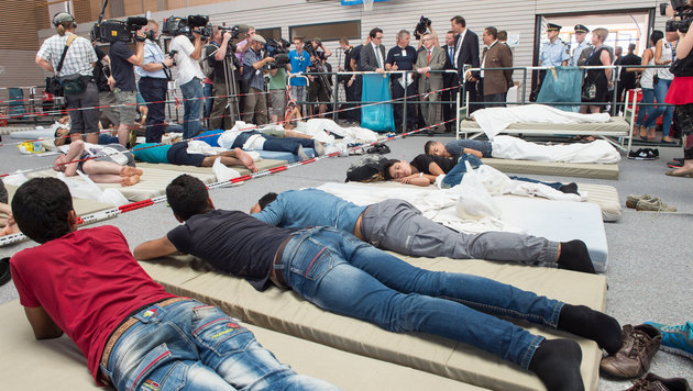 Flüchtlinge in Deutschland (Bild: APA/dpa/Peter Kneffel)