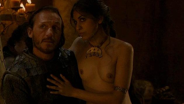 """Porno-Darstellerin Sahara Knite in einer Szene aus """"Game of Thrones"""" (Bild: Viennareport)"""