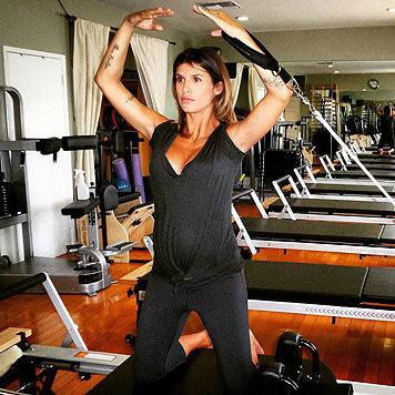 Elisabetta Canalis vernachlässigt nicht einmal in der Schwangerschaft ihr Pilates-Training. (Bild: Viennareport)