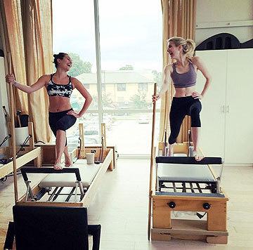 """Freilich trainiert der """"Glee""""-Star nicht alleine, sondern mit Trainerin. (Bild: Viennareport)"""