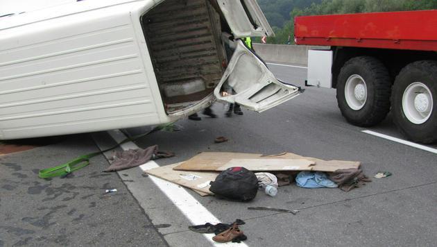 Erneut Unfall mit Schlepperauto - 24 Verletzte (Bild: APA/FOTOKERSCHI.AT/FEUERWEHR SANKT GEORGEN)