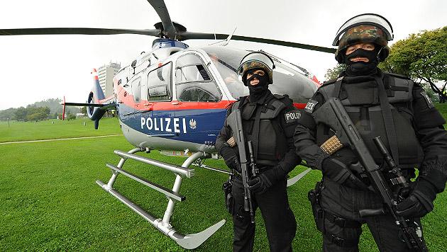 Hubschrauber machen Jagd auf Schlepperbanden (Bild: Christian Koller)