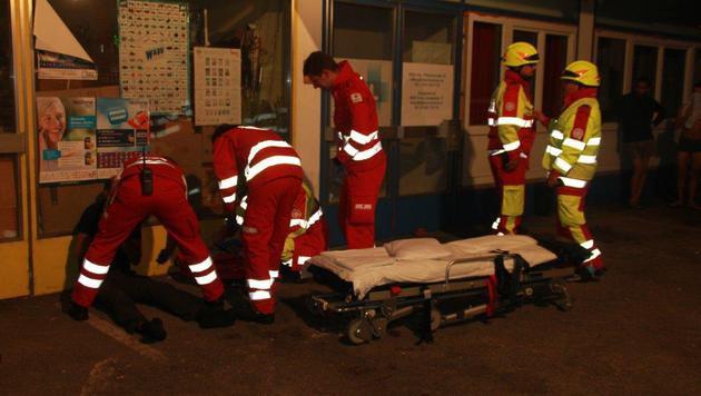 Rettungskräfte versorgten die Bewohner. (Bild: Berufsfeuerwehr Linz)