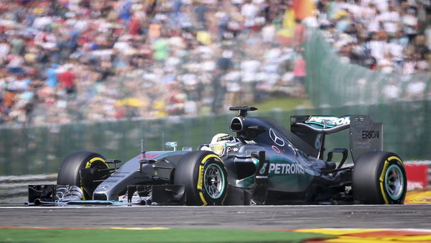 """Lewis Hamilton sorgt mit """"Baller-Video"""" für Wirbel (Bild: APA/EPA/OLIVIER HOSLET)"""