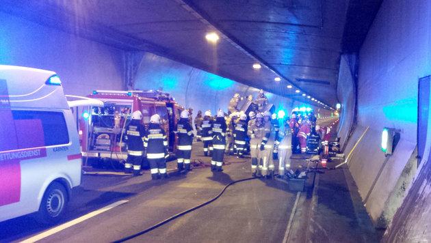 Pkw-Überschlag im Katschbergtunnel: Vier Verletzte (Bild: APA/FF RENNWEG)