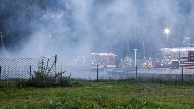 Chemikalien-Brand in Salzburg forderte Feuerwehr (Bild: MARKUS TSCHEPP)