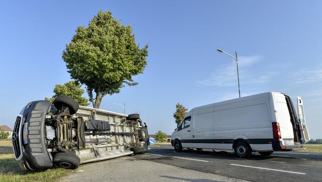 Schlepperfahrzeuge kollidiert: Etliche Verletzte (Bild: APA/HERBERT NEUBAUER)