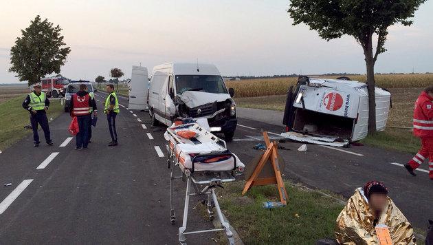 Schlepperfahrzeuge kollidiert: Etliche Verletzte (Bild: APA/ROTES KREUZ)