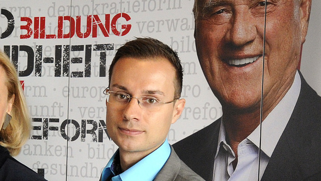 Team-Stronach-Geschäftsführer Ronald Bauer (Bild: APA/HERBERT PFARRHOFER)