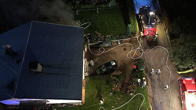 Hausbesitzer bei Gebäudebrand in Villach verletzt (Bild: HFW Villach/KK)