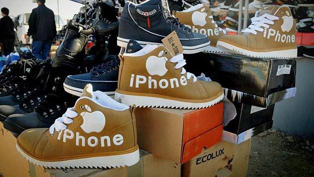 Biegt sich bei jedem Schritt: der iPhone-Treter. Kommt übrigens ganz ohne Akku aus. (Bild: reddit.com/r/pics/comments/12de7z/i_think_im_gonna_g)