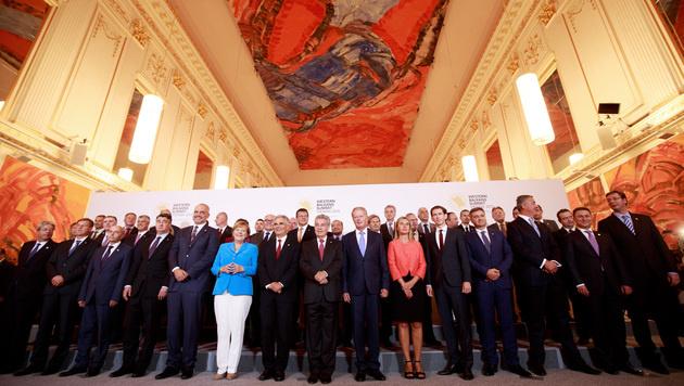 Gruppenfoto von der Westbalkan-Konferenz (Bild: APA/GEORG HOCHMUTH)