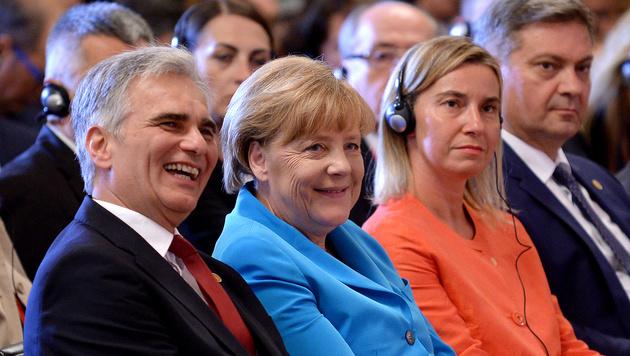 Faymann mit Merkel, der EU-Außenbeauftragten Federica Mogherini und Bosniens Premier Denis Zvizdic (Bild: APA/ROLAND SCHLAGER)