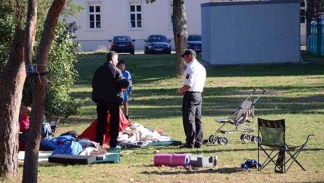 Private Zelte in Traiskirchen abgebaut (Bild: Thomas Lenger/Monatsrevue)