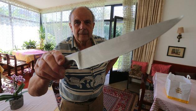 Mit diesem Küchenmesser wurde Pensionsinhaber Edgar Gstrein attackiert. (Bild: Christof Birbaumer)