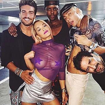 Rita Ora zeigt ihre Nippelpickerln. (Bild: Viennareport)