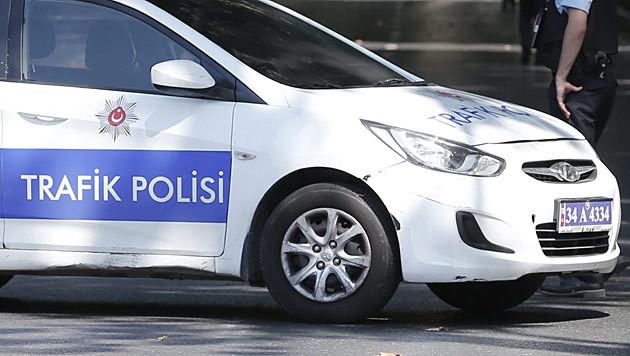 Türkei: Autobombe vor Polizeistation explodiert (Bild: APA/EPA/SEDAT SUNA)
