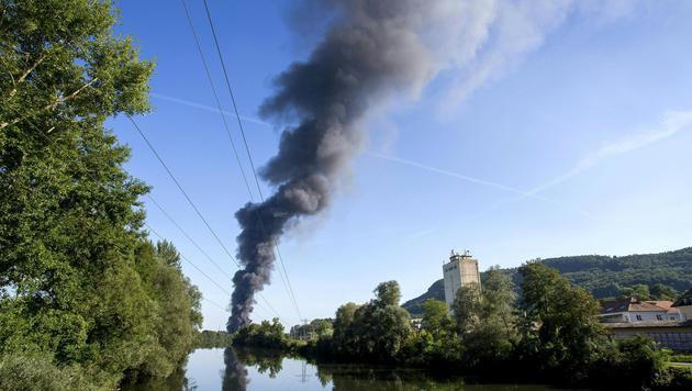 """""""Brand aus"""" nach Feuersbrunst in Recyclingfirma (Bild: APA/ERWIN SCHERIAU)"""