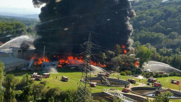 """Brand aus"" nach Feuersbrunst in Recyclingfirma (Bild: APA/ÖAMTC)"