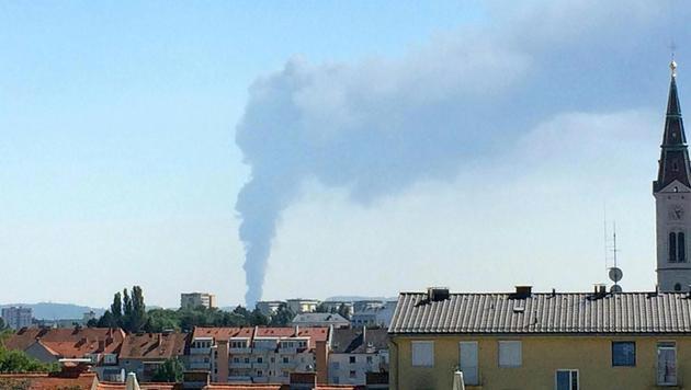 """Brand aus"" nach Feuersbrunst in Recyclingfirma (Bild: APA/INGRID KORNBERGER)"
