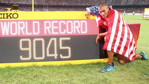 Eaton mit Weltrekord zu Zehnkampf-Gold (Bild: APA/EPA/FRANCK ROBICHON)