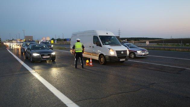 Nach A4-Drama: Polizei macht an Grenzen dicht (Bild: Gerhard Bartel)