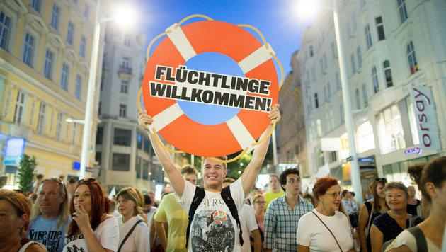 20.000 demonstrieren gegen den unmenschlichen Umgang mit Flüchtlingen. (Bild: APA/GEORG HOCHMUTH)