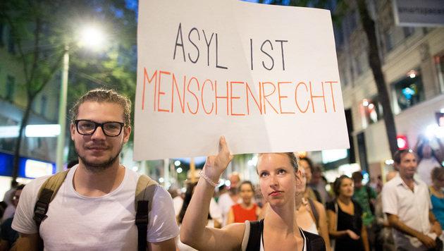 Westbahnhof: Hunderte Flüchtlinge angekommen (Bild: APA/GEORG HOCHMUTH)