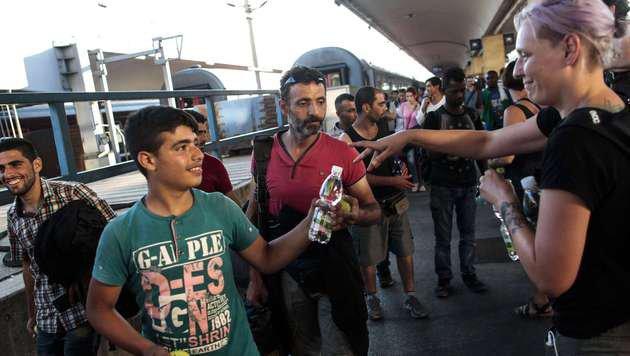 Flüchtlinge bei ihrer Ankunft (Bild: AFP)