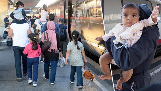 Hunderte Migranten übernachteten am Westbahnhof (Bild: APA/ROLAND SCHLAGER, AFP)