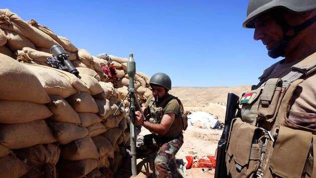 Kurdische Peschmerga-Kämpfer an der Frontlinie (Bild: AFP)