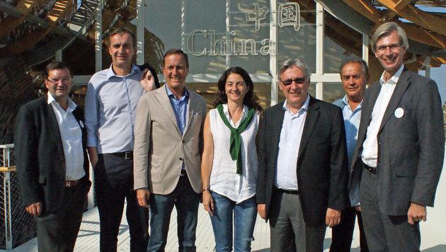 Die Wiener ÖVP-Delegation besuchte auch das chinesische Expo-Gebäude. (Bild: Fritz Schneeberger)