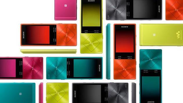 Der NW-A25HN (16 GB)präsentiert sich bunt, den größeren NW-A27HN(64 GB)gibt es nur in Schwarz. (Bild: Sony)
