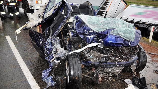 Für den 39-jährigen Autofahrer kam nach dem Zusammenstoß mit einem Lkw jede Hilfe zu spät. (Bild: J. Eggenreich/BFV Weiz)