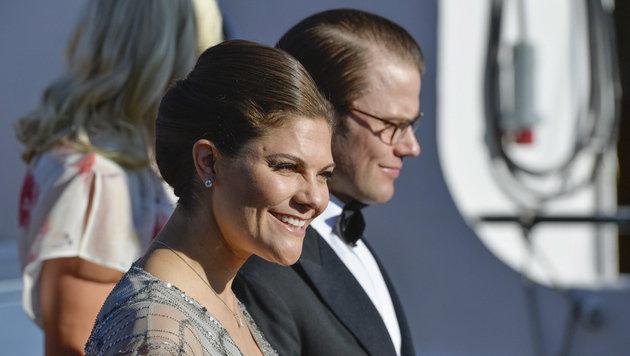 Schwedens Kronprinzessin Victoria mit Ehemann Prinz Daniel (Bild: APA/EPA/Anders Wiklund)