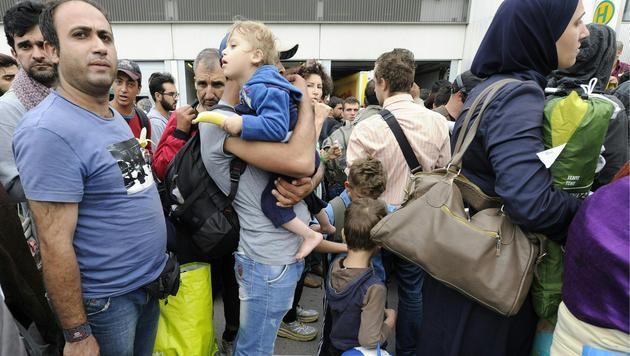 Alle Bilder & Videos zur Nacht der Menschlichkeit (Bild: APA/HERBERT PFARRHOFER)