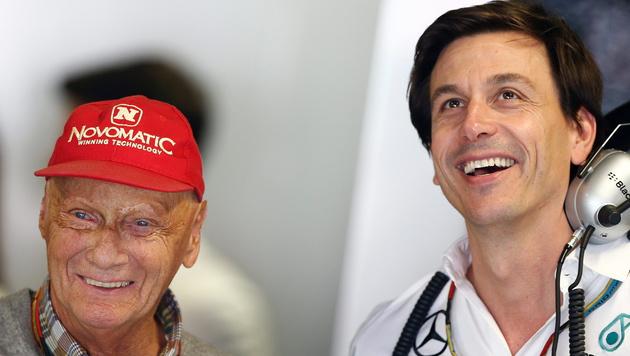 Niki Lauda (links) mit Toto Wolff (Bild: APA/EPA/VALDRIN XHEMAJ)