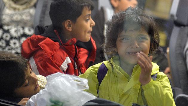 Flüchtlingskinder am Salzburger Hauptbahnhof (Bild: APA/BARBARA GINDL)