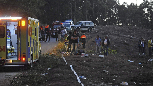 Auto rast in Zuseher: 7 Tote bei Rallye in Spanien (Bild: APA/EPA/CABALAR)