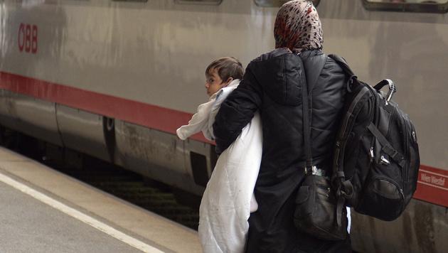 Vorerst kein neuer Ansturm an Ungarn-Grenze (Bild: APA/HANS PUNZ)