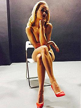 Rita Ora wirft sich für Instagram auch hüllenlos in Pose. (Bild: Viennareport)