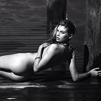 Mileys Vorliebe fürs Nacktfotosposten hat wohl auch auf ihre Gespielin Stella Maxwell abgefärbt. (Bild: Viennareport)